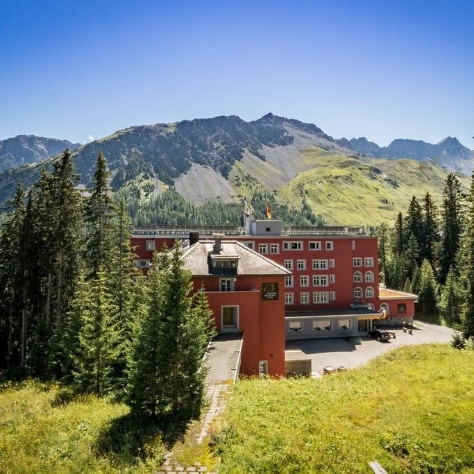 4 Tage Sommer Urlaub 4* Hotel inkl. HP Wandern Biking Wellness Arosa Schweiz